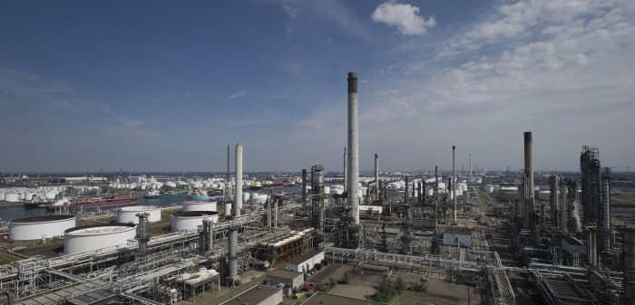 ExxonMobil_Rotterdam_by-day